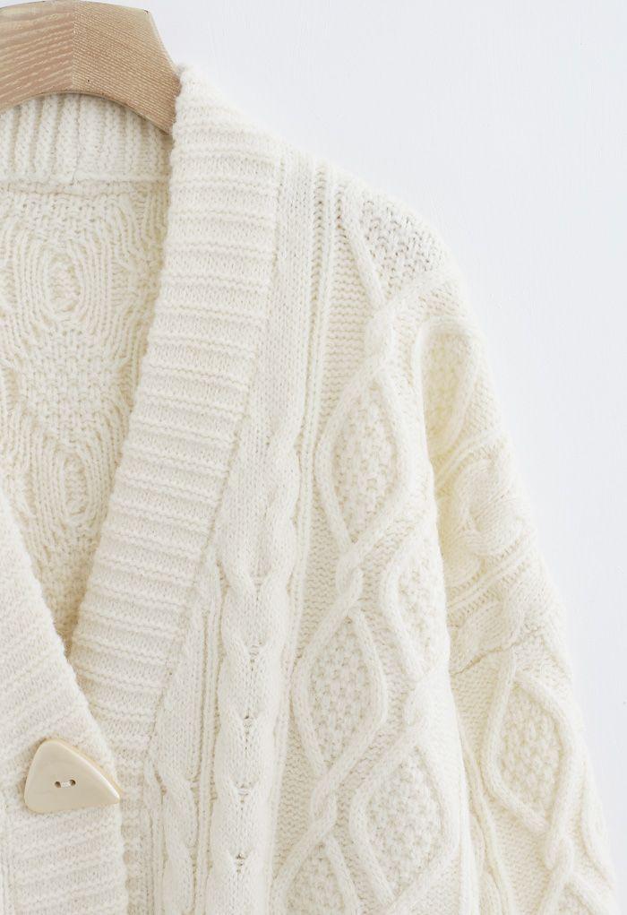 Unregelmäßige Button Pocket Braid Cardigan aus Elfenbein