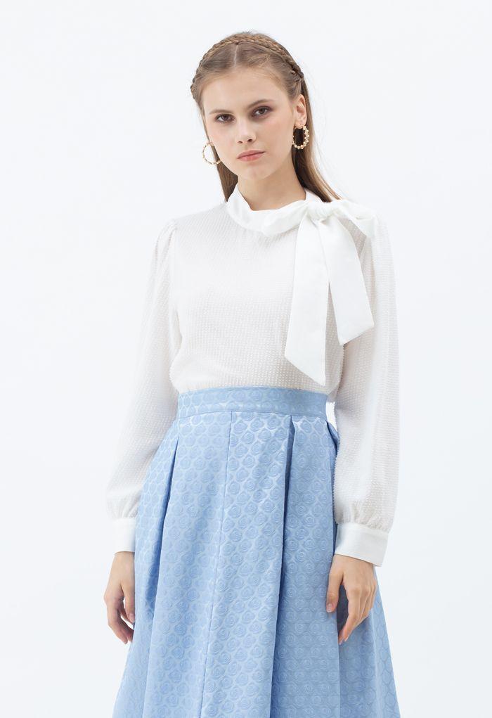 Binden Sie ein Bow Shimmer Tasseled Top in Weiß