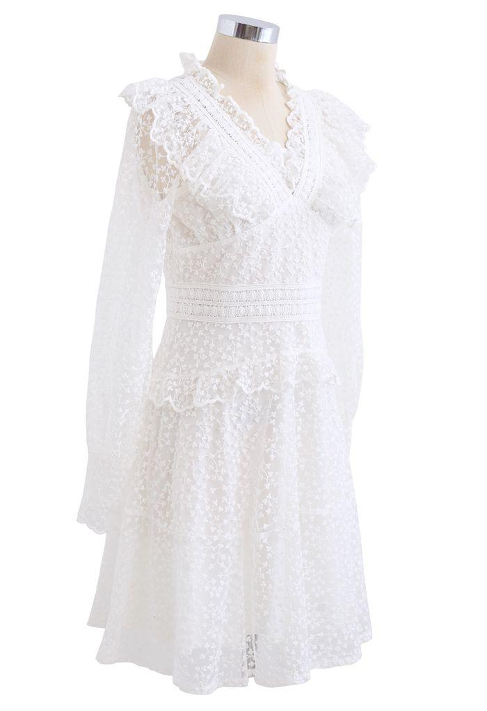 Voll von Floret besticktem Rüschen-Netzkleid in Weiß