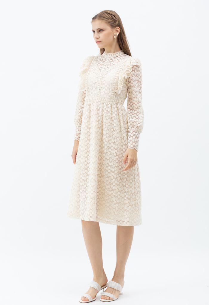 Voll von Daisy Embroidered Ruffle Mesh Midi Kleid in Elfenbein