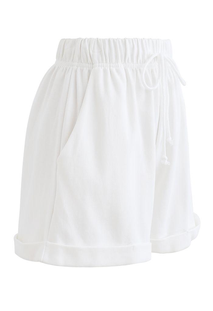 Gefaltete Saum Kordelzug Taschen Shorts in Weiß