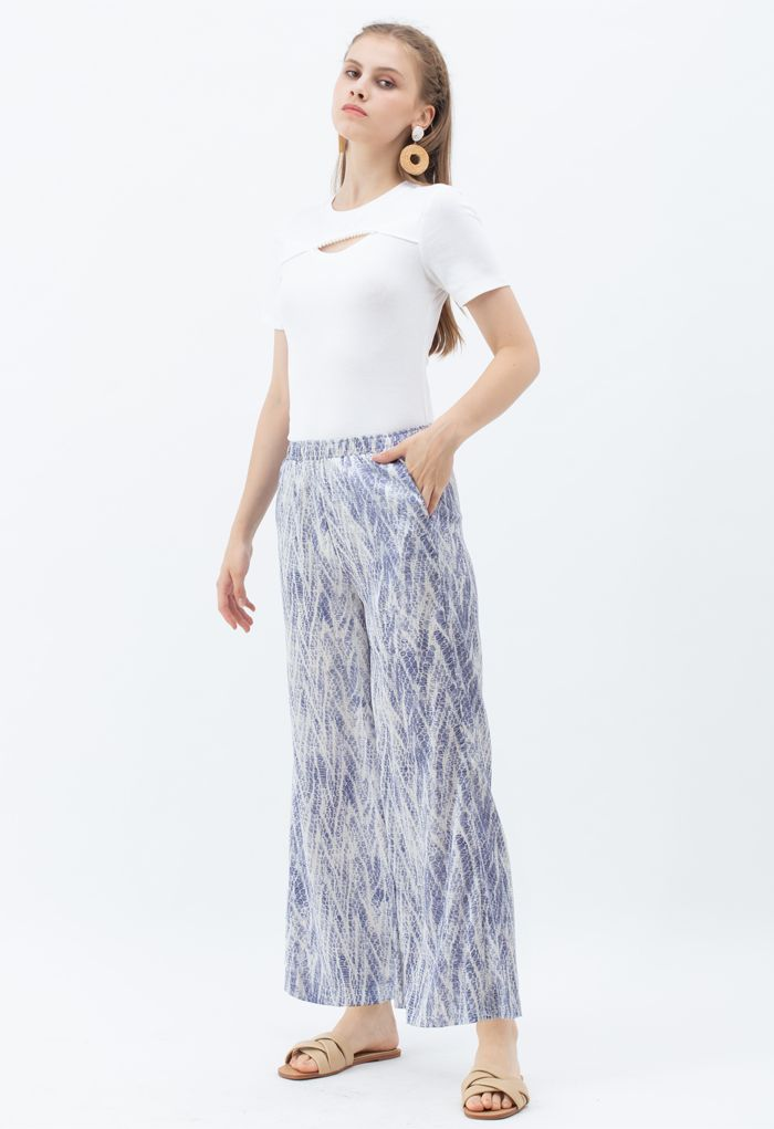 Front Cutout Pearls Fitted T-Shirt in Weiß
