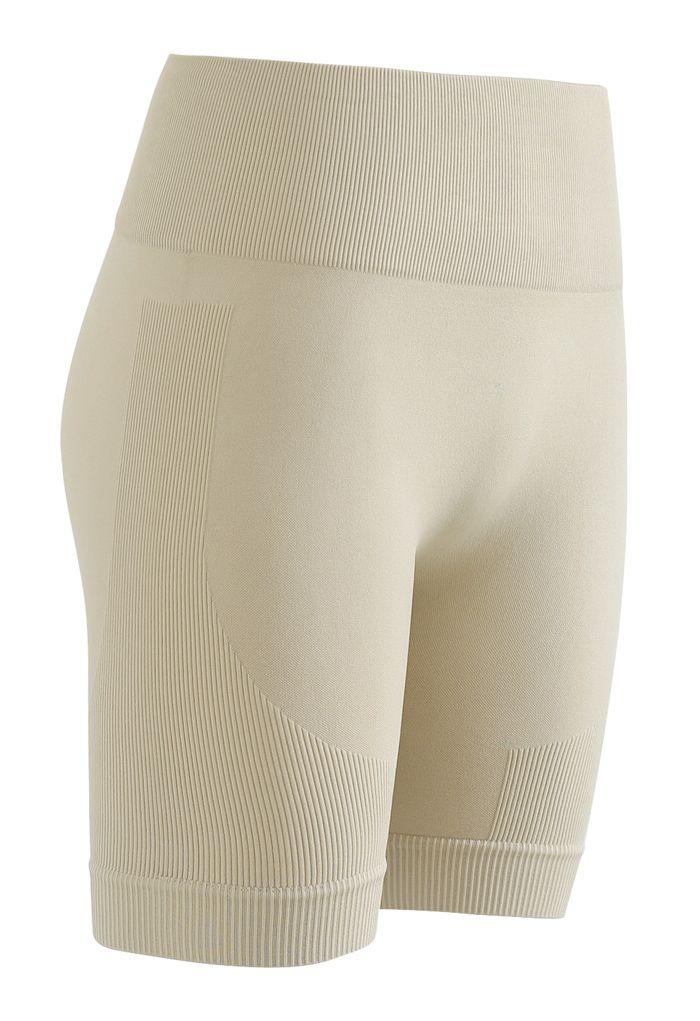 Kurzes Sportoberteil und Legging-Shorts mit Reißverschluss vorne in Kamel