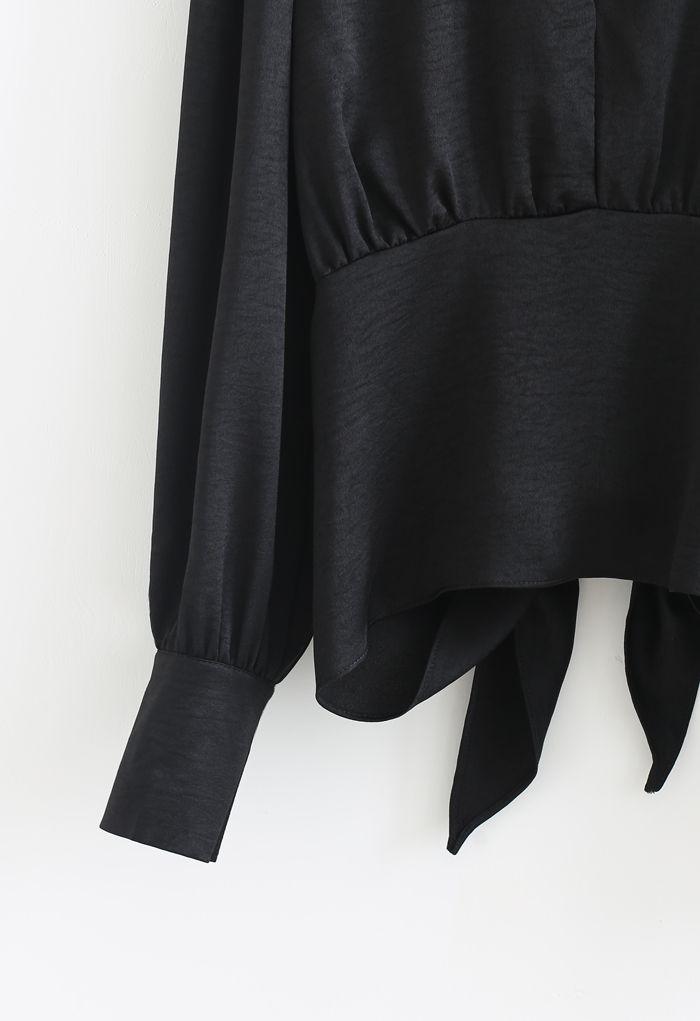Crop Top mit geknoteter Taille und offenem Rücken in Schwarz