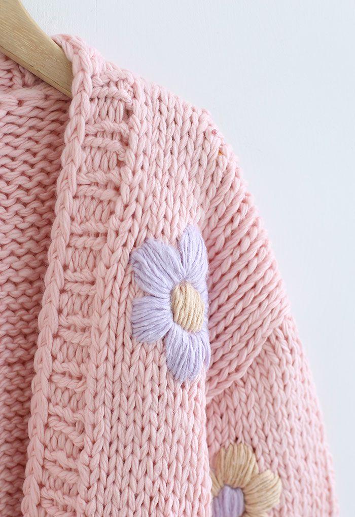 Stitch Flowers – Handgestrickte, klobige Strickjacke in Rosa