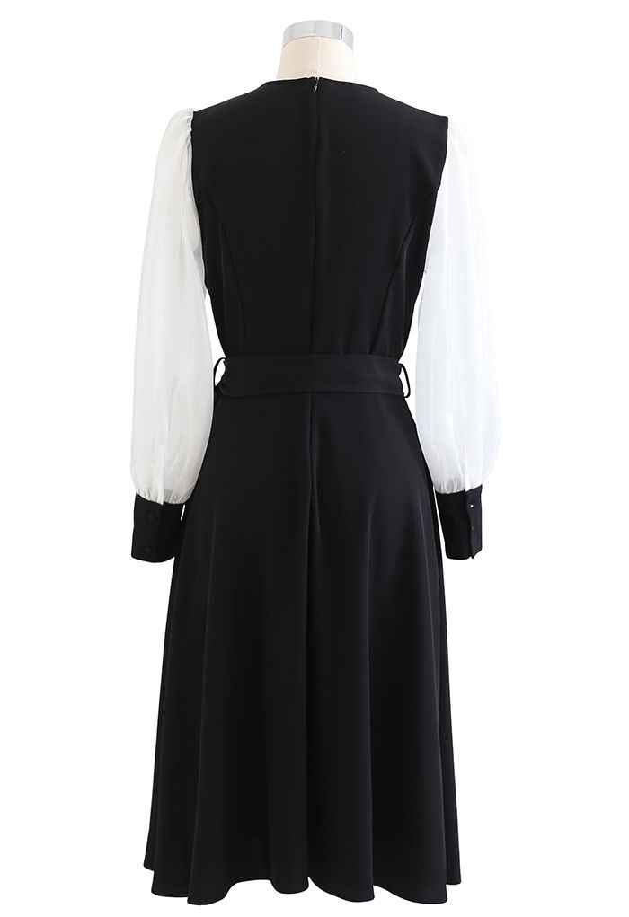 Trenchcoat-Kleid in Kontrastfarbe mit transparenten Ärmeln