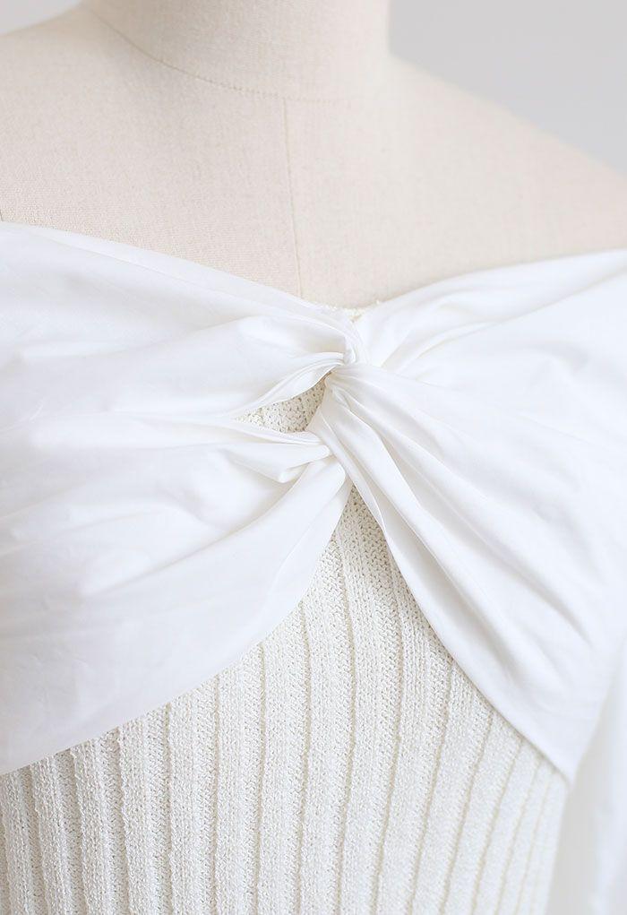 Gespleißtes, kurz geschnittenes, geripptes Strickoberteil mit Twist-Vorderseite in Weiß
