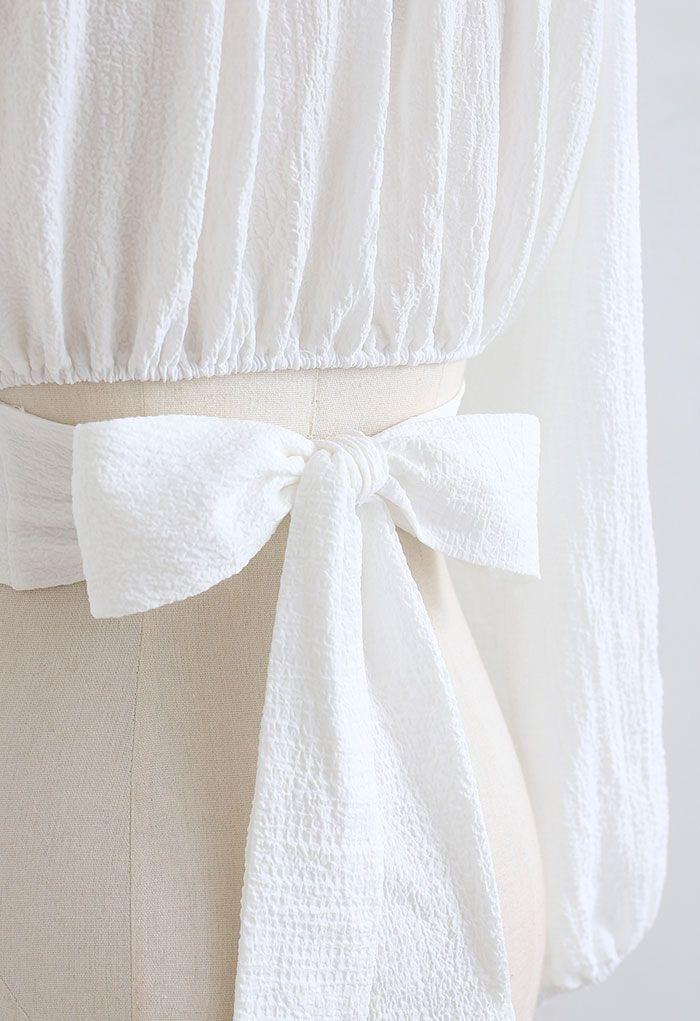 Geprägtes Crop Top mit Perlenkragen und Binderücken in Weiß
