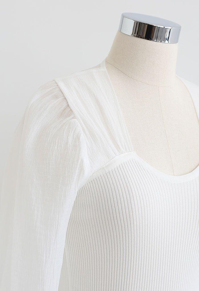 Gespleißtes Strickoberteil mit Blasenärmeln in Weiß
