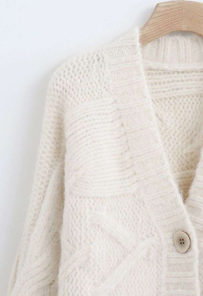 Cable Knit Chunky Buttoned Cardigan in Elfenbein