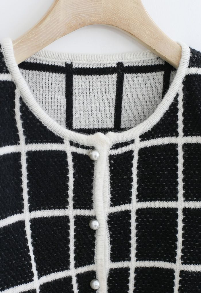 Honeycomb Knit Grid Cropped Cardigan in Schwarz
