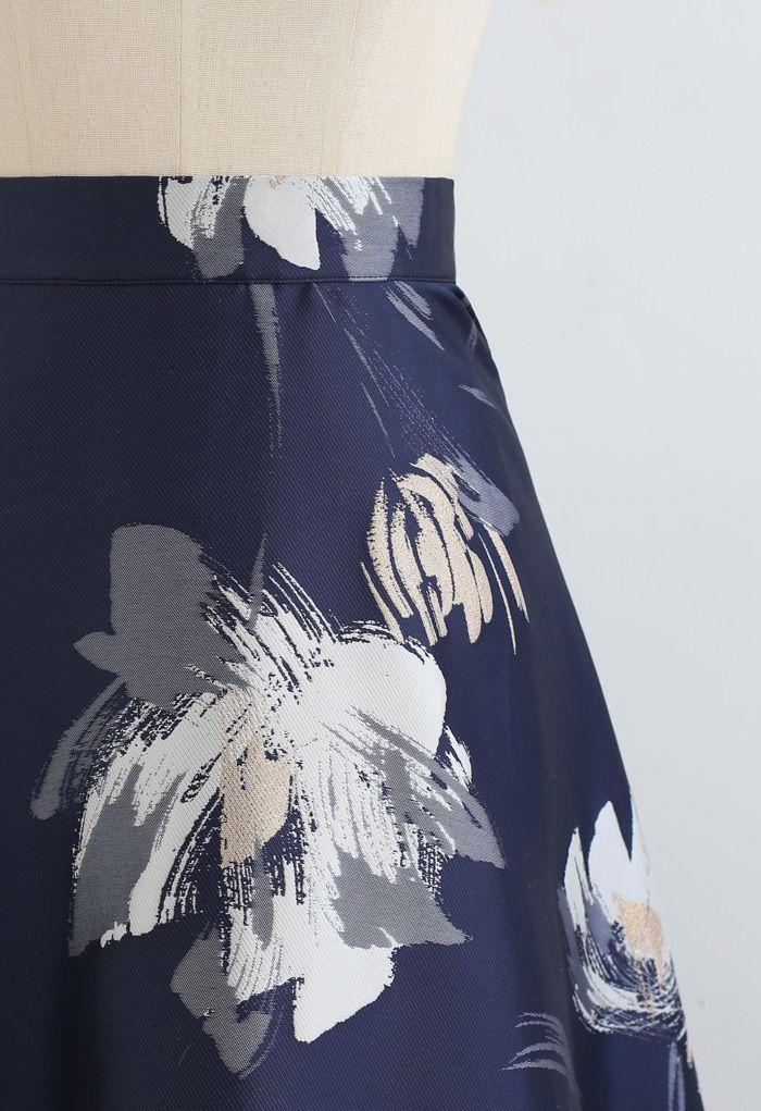 Blühender Blumen-Jacquard-Maxirock in der Marine