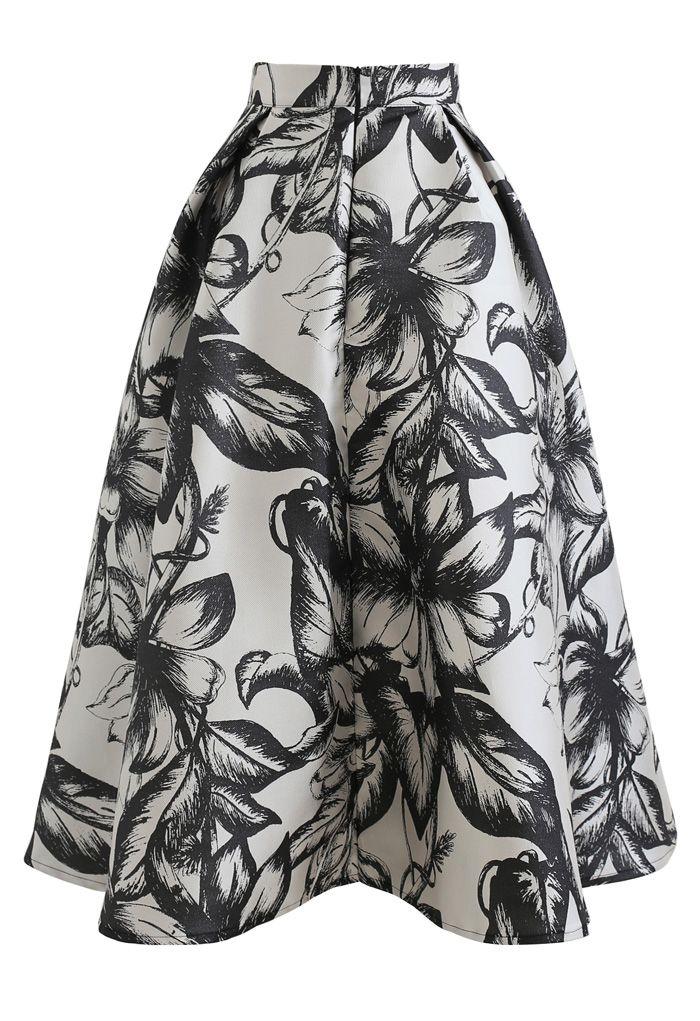 Blühender schwarzer Blumenfaltenrock