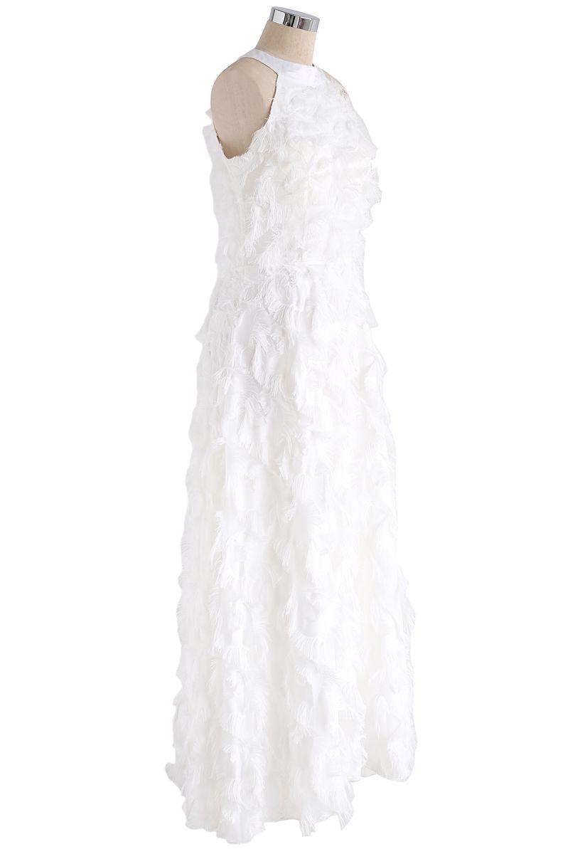Dancing Feathers - Langes Kleid mit Nackenbügel und weißen Fransen