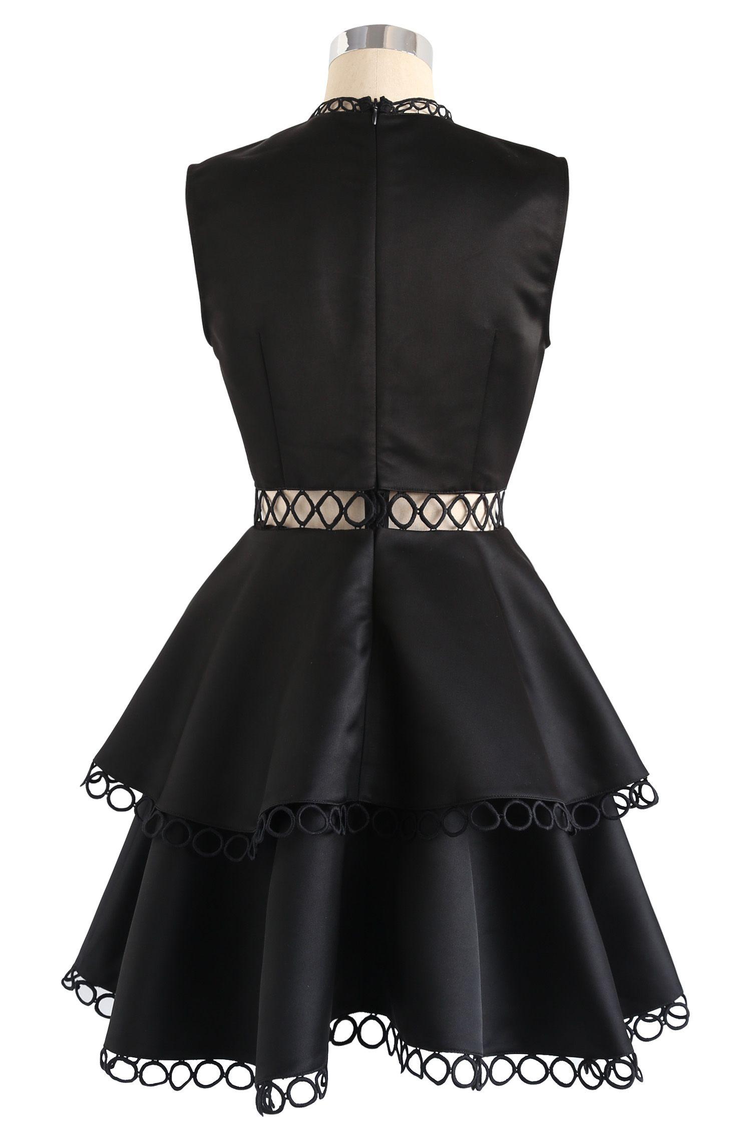 zeigen sie ihre eleganz - Ärmelloses schwarzes kleid mit ausschnitt