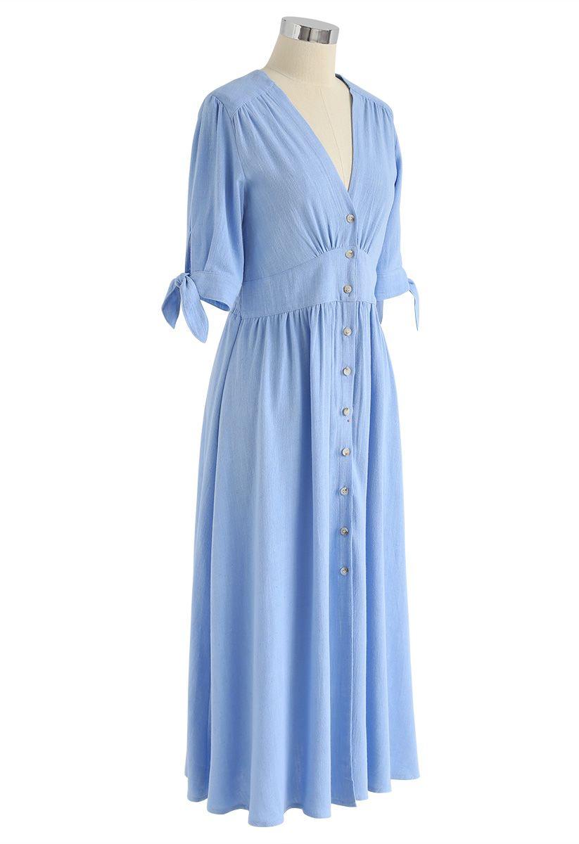 Sommeredition Blaues Kleid mit V-Ausschnitt und ...