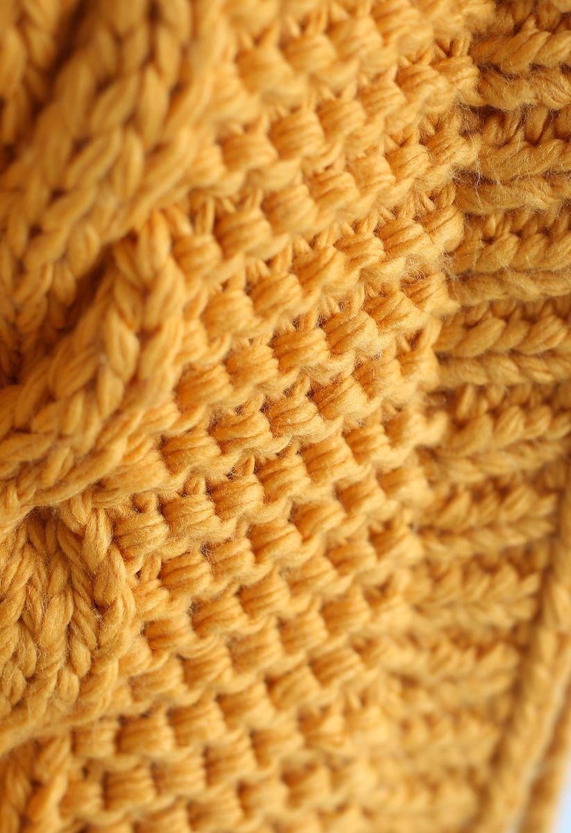 Die ganze Hitze: Hoodie-Pullover und Besatz in Senffarben