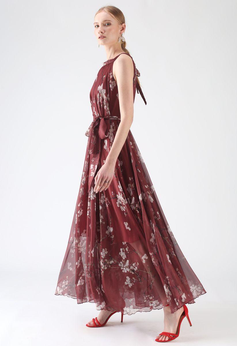 Langes ärmelloses Kleid mit Pflaumenblüten in Wein