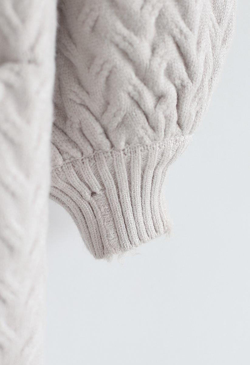 Strickjacke mit Puffärmeln und Zopfmuster in Elfenbein