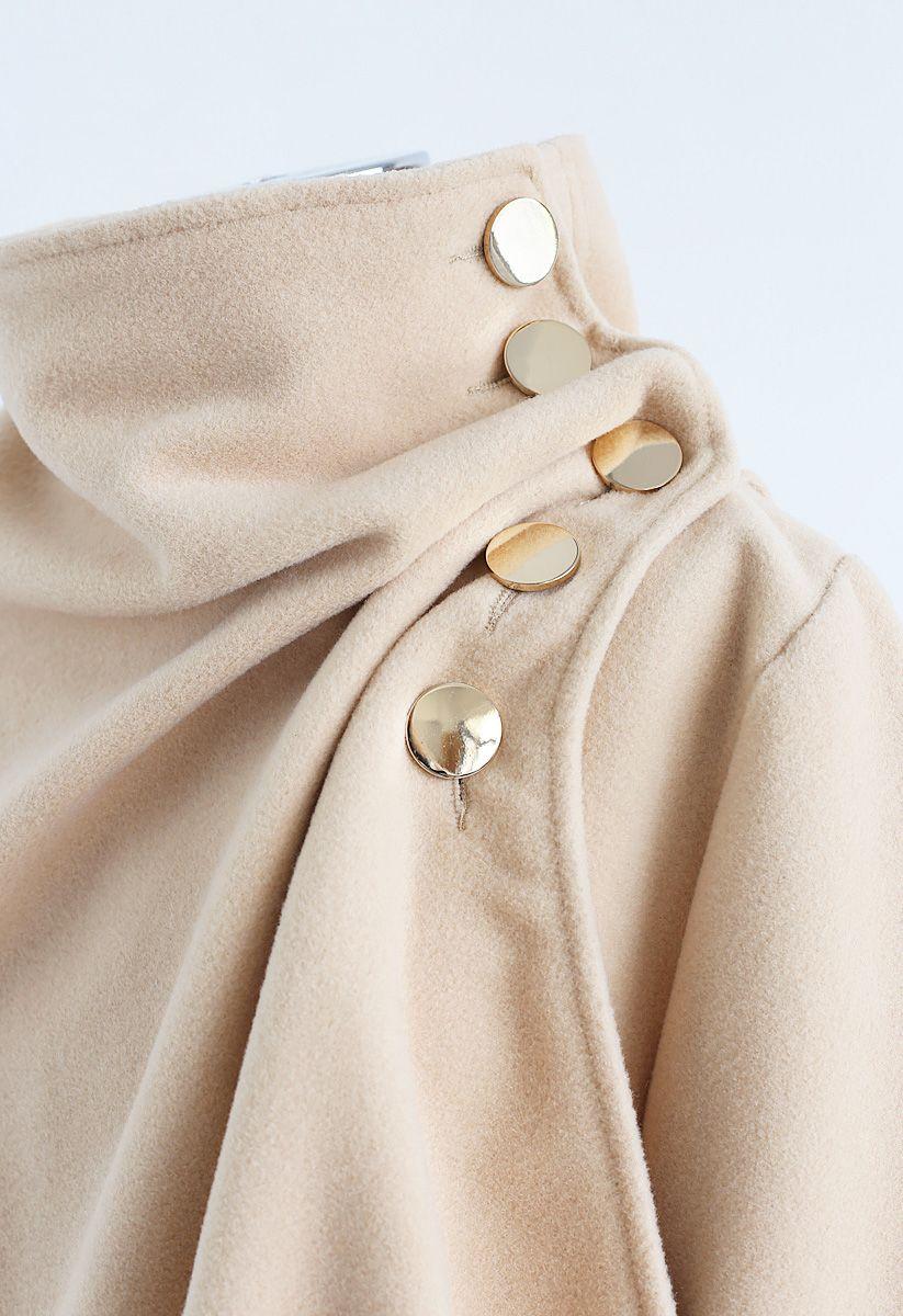 Asymmetric Hem Button Wrap Cape Mantel in Hellbraun
