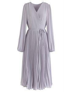 Lila Plissee Chiffon Kleid mit V-Ausschnitt