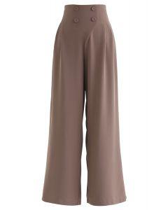 Button-verzierte Hose mit weitem Bein in Braun