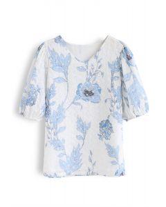 Blaues, mit Blumen bedrucktes Ösenoberteil mit V-Ausschnitt
