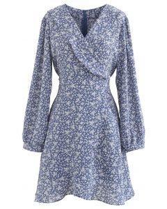Winziges asymmetrisches Kleid mit Blumenkrawatten-Taille in Blau