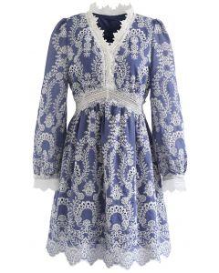 Häkelbesticktes Kleid mit V-Ausschnitt