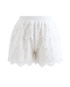 Scallop Crochet Overlay Shorts in Weiß