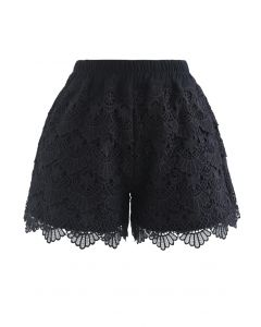 Scallop Crochet Overlay Shorts in Schwarz