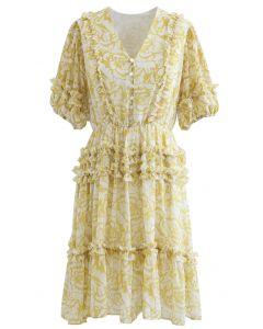 Chiffon-Kleid mit Rüschendetail und Rosendruck aus Senf