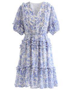 Chiffon-Kleid mit Rüschendetail und Rosendruck in Blau