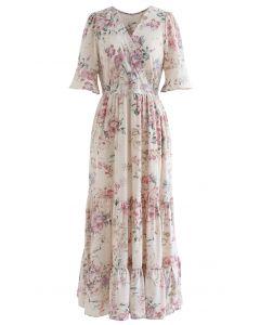 Üppiges Wickelkleid mit Blumenrüschen aus Elfenbein