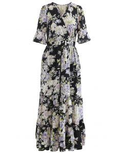 Üppiges Wickelkleid mit Blumenrüschen in Schwarz