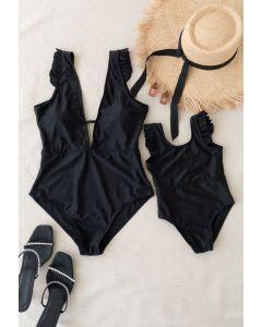 Badeanzug mit soliden schwarzen Rüschendetails für Mama und Kinder