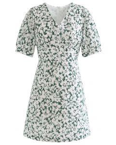 Sanftes Blossom-Minikleid mit V-Ausschnitt und Knöpfen in Grün