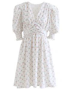 Gepolstertes, florales V-Ausschnitt-Kleid mit Puffärmeln in Weiß