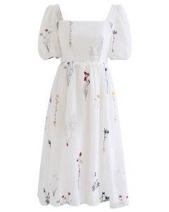 Kleid mit eckigem Ausschnitt mit Blumenstrauß-Stickerei