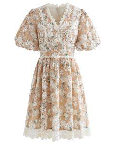 Kleid mit Aprikosen-Blumenstickerei