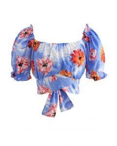 Blaues Crop-Top mit Blumendruck und Schleife hinten