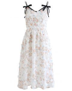 Cami-Kleid mit Blumenmuster und Applikationen in Rosenmuster