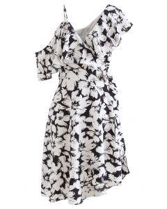 Asymmetrisches Kleid mit kalter Schulter und Wickelfront in Schwarz