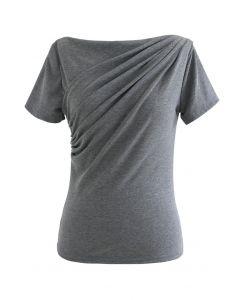 T-Shirt mit geraffter Vorderseite in Grau