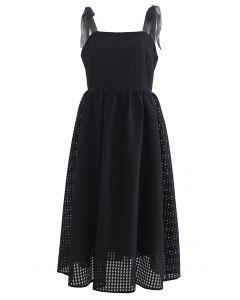 Gingham-Kleid aus Organza mit Binderiemen in Schwarz
