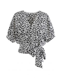 Schwarzes, geblümtes Crop-Top mit Bündchen zum Binden an der Taille