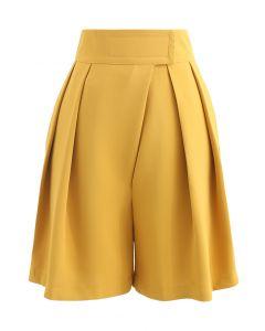 Taillierte Shorts mit hoher Taille und Lasche in Senffarben