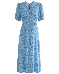 Gepolstertes Kleid mit V-Ausschnitt und Fleckenprint