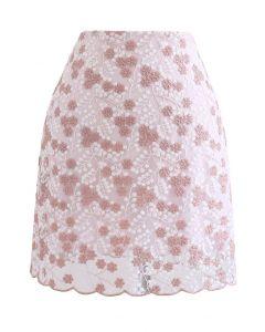 Minirock aus Netzstoff mit Blumenstickerei