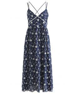 Cami-Kleid mit überkreuztem V-Ausschnitt und Stickerei
